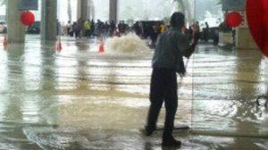น้ำท่วมเทอร์มินัลใหม่สนามบินจาการ์ตา จนท. เอาอยู่ใน 1 ชม.