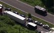 รถติดเป็นทางยาวใกล้อุโมงค์ช่องแคบอังกฤษ
