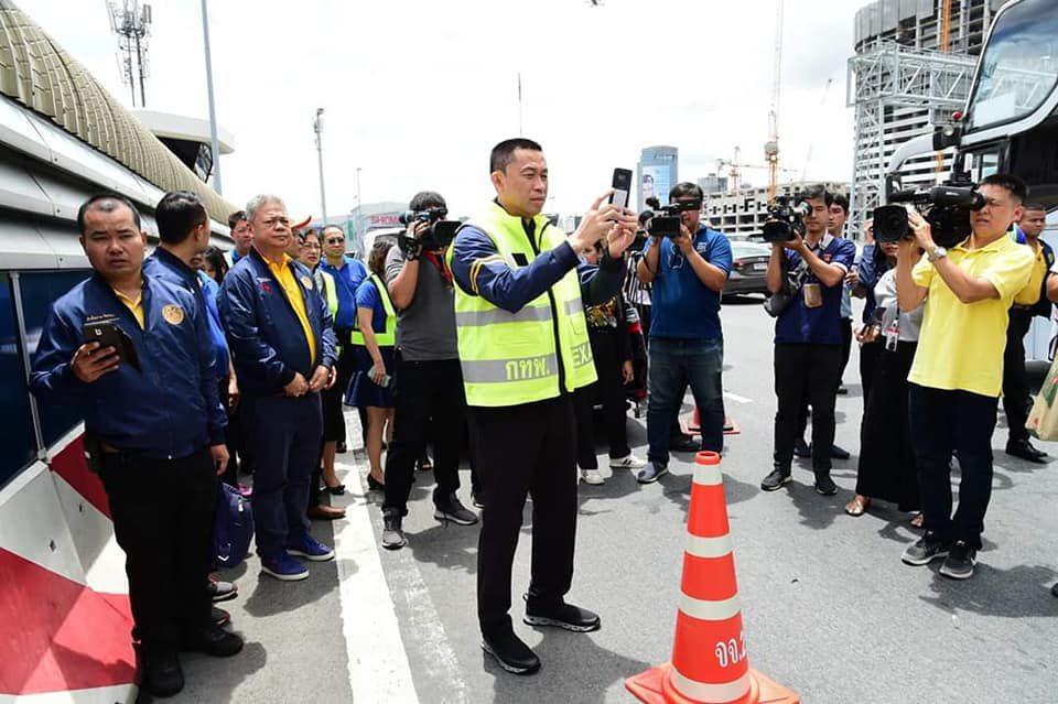 นายศักดิ์สยาม ชิดชอบ รับฟังบรรยายการดำเนินการและการแก้ไขปัญหาการจราจรหน้าด่านจัดเก็บค่าผ่านทาง การทางพิเศษแห่งประเทศไทย