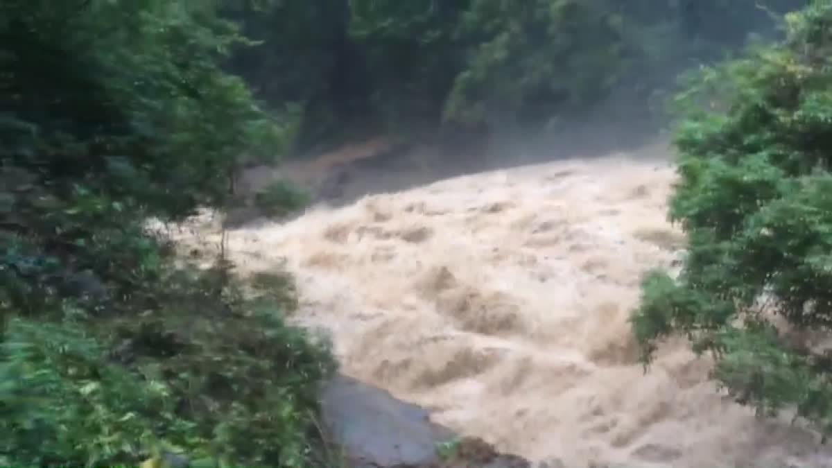 ฝนถล่มน้ำป่าหลากน้ำตกแม่ยะ-น้ำป่าทะลักสะเมิง