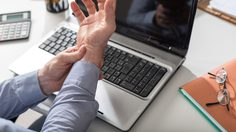 6 วิธีป้องกันอาการมือชา เส้นประสาทข้อมือถูกกดทับ ด้วยตัวเองง่ายๆ