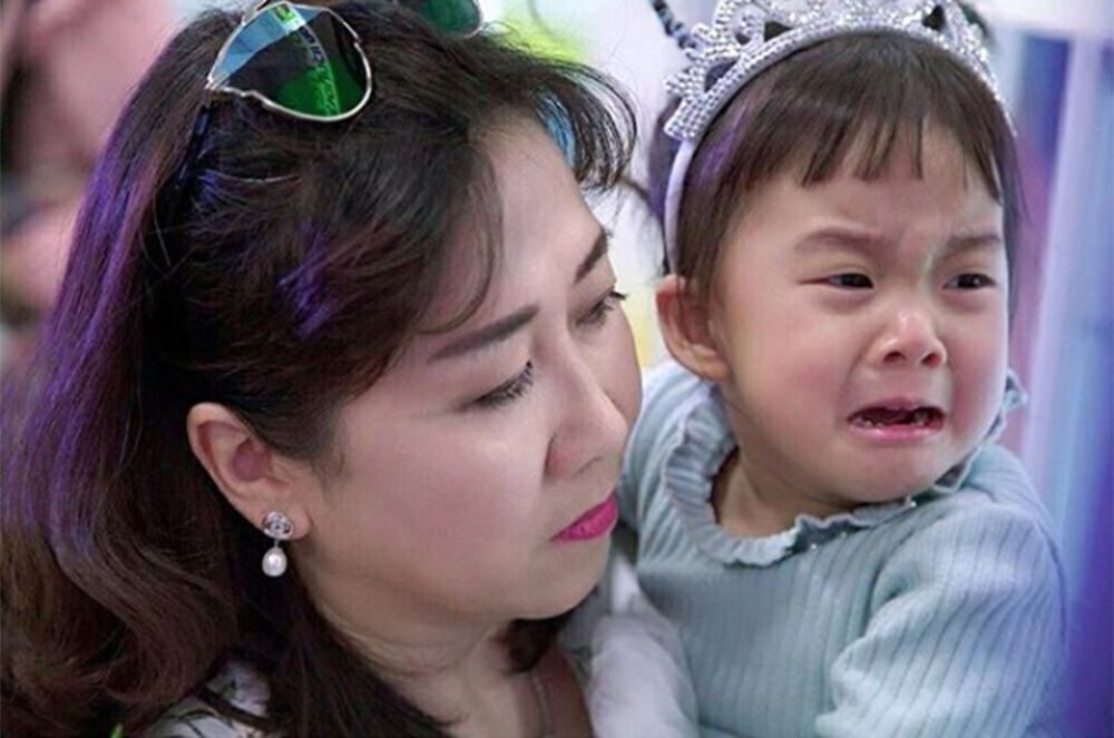 สาวน้อยอารมณ์ดีร้องไห้โฮ