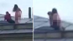 คู่รักชาวยูเครนขึ้นไป โล้สำเภา กันบนหลังคาตึก ท่ามกลางเสียงเชียร์ของไทยมุง