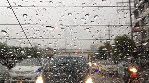 อุตุฯ เผยทั่วไทยมีฝนชุก ตกหนักบางพื้นที่ กทม.มีฝนฟ้าคะนอง ร้อยละ 70