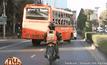 รถเมล์สาย 71 ซิ่งไม่ยั้ง ปาดซ้าย-ขวา ทั่วถนน