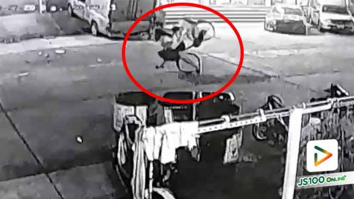 เบรคจักรยานหลุดขัดล้อ! ลูกซ้อนท้ายลอยข้ามแม่หัวกระแทกพื้น ได้รับบาดเจ็บ