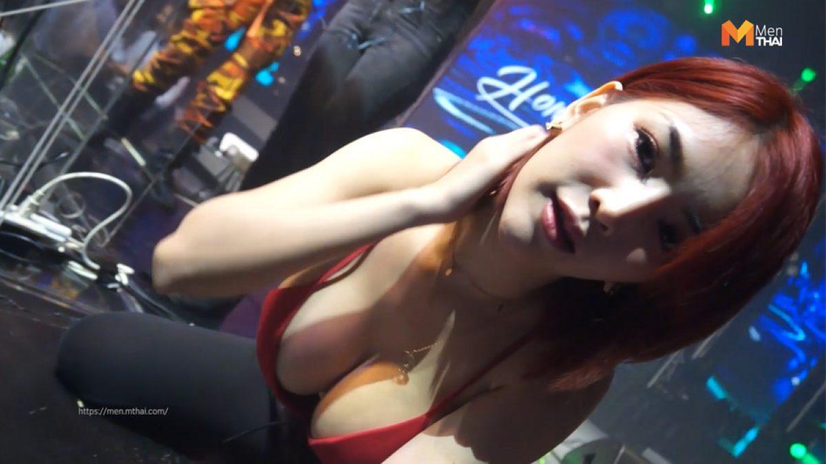 4 นางแบบ โชว์ลีลาแดนซ์กระจาย เซ็กซี่ทะลักเวที