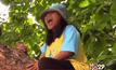 หญิงวัย 53 ปี ปีนต้นไม้ร้องนายกฯ ถูกรื้อถอนบ้าน