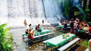ร้านอาหารกลางน้ำตก Labassin Waterfall Restaurant ที่ฟิลิปปินส์
