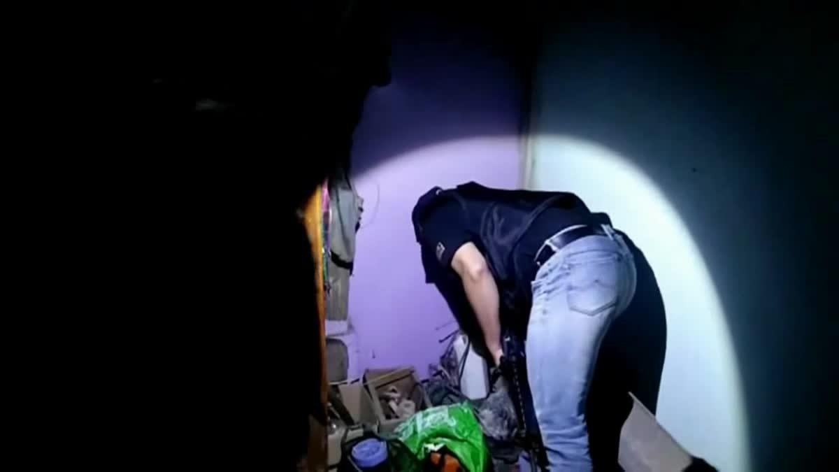 เปิดคลิป! ปฏิบัติการค้นหมู่บ้านยาเสพติด จับเอเยนต์ยาบ้าวัย 18
