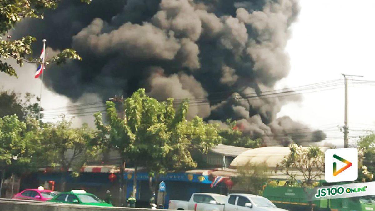 เพลิงไหม้บ้านเรือนประชาชน ใกล้เคียงหมู่บ้านดีเค ริมถนนกาญจนาภิเษก พื้นที่เขตบางบอน
