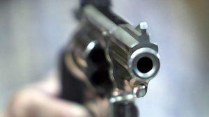 แม่บ้านหึงโหด!! คว้าปืนยิงสามีสนั่นฟาร์มหมู แค้นจับได้ซุกกิ๊ก