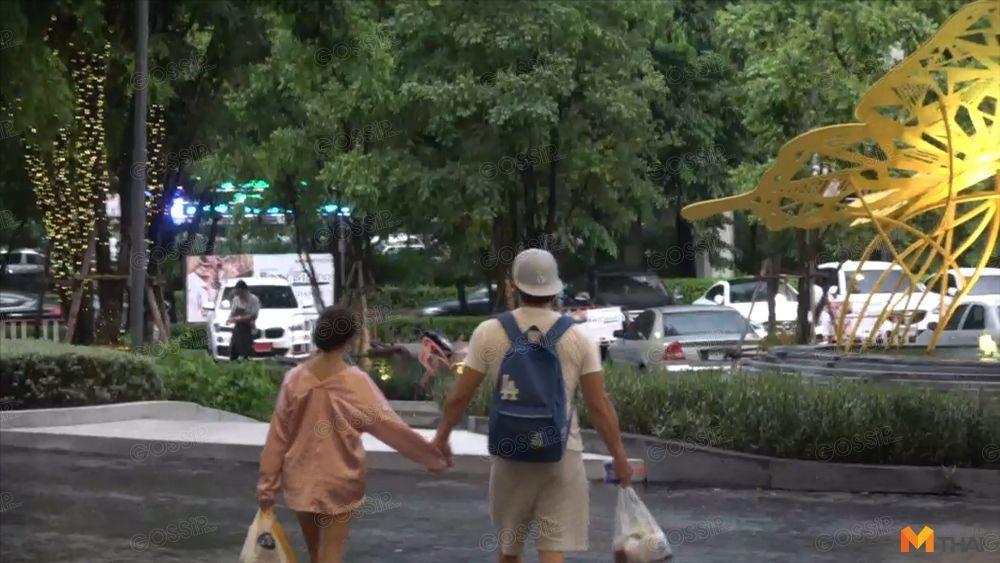 อ้วน-แอนดี้ จูงมือข้ามถนน