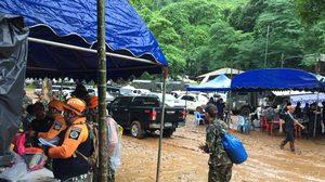 เจ้าหน้าที่ถมทาง ปรับพื้นที่บนถ้ำหลวง หลังฝนตกหนักตลอดทั้งคืน