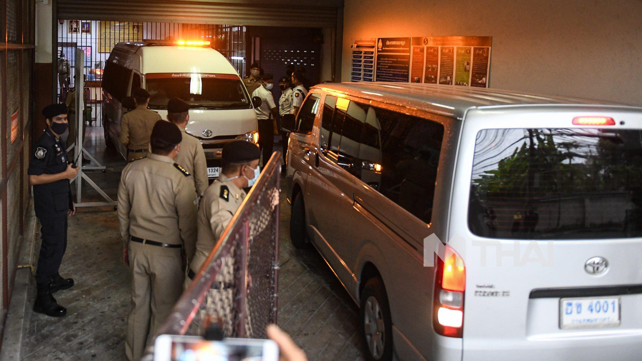 ศาลนัดไต่สวนคำร้อง 'อานนท์ นำภา' จำเลยในคดีดูหมิ่นสถาบัน ม.112
