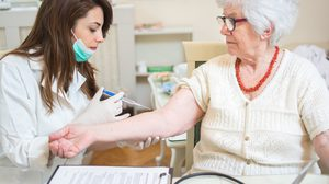 5 วัคซีนผู้สูงอายุ ไปฉีดวัคซีนป้องกันโรคกันเถอะ พร้อมราคาปี 2562