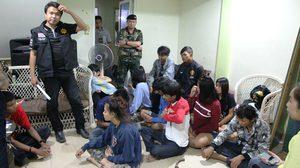 ฝ่ายปกครอง-ทหาร บุกจับ 10 โจ๋ชาย-หญิง เปิดบ้านมั่วสุมยาเสพติด