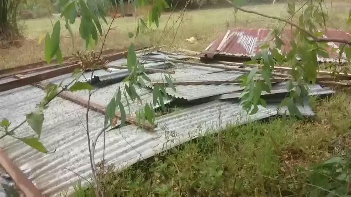 พายุฤดูร้อนถล่ม อ.น้ำพอง จ.ขอนแก่น บ้านเรือนพังเสียหาย