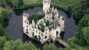 ปราสาทโบราณ ที่ถูกทิ้งร้างในฝรั่งเศส