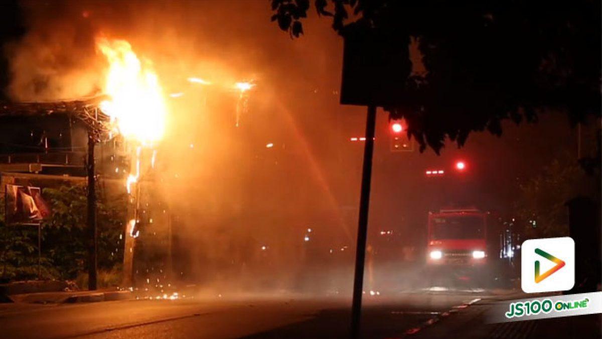 เกิดเหตุเพลิงไหม้ สาเหตุเกิดมาจากไฟฟ้าลัดวงจร เป็นเหตุให้หม้อแปลงไฟระเบิด (06-07-61)