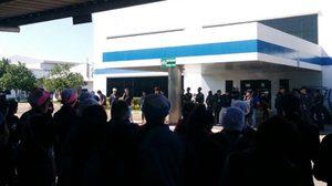 พนักงานบริษัทย่านปราจีนบุรี รวมตัวกว่า 800 คน ประท้วงเรียกร้องเพิ่มโบนัส