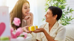 ใกล้ วันแม่ แล้วนะจ๊ะ! รู้ยัง จะเลือก ของขวัญ อย่างไรให้ถูกใจ คุณแม่