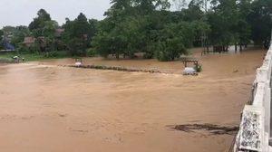น่านประกาศเตือนภัย 4 อำเภอ น้ำท่วมสูง หลังฝนตกหนัก