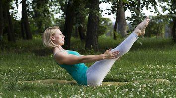 6 ท่า โยคะลดหน้าท้อง ต้นขา ช่วยเสริมสร้างกล้ามเนื้อให้แข็งแรง
