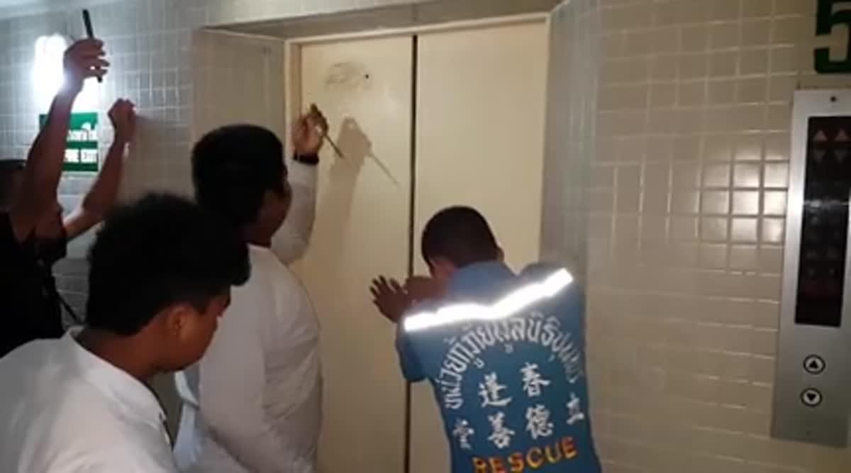 ชุมพรวุ่น!! ฝนถล่มทำไฟดับทั่วเมือง นทท.ติดลิฟท์ในโรงแรมหวิดดับ