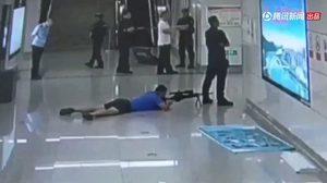 นาทีตำรวจจีน ยิงสไนเปอร์นัดเดียว ปลิดชีพคนร้ายจับตัวประกัน