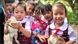 ยิ้มแห้ง! ภาพเด็กน้อย กับการเรียนรู้ชีวิต 'กบ' ทั้งขำ ทั้งเอ็นดู