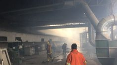 ไฟไหม้โรงงานเฟอร์นิเจอร์ที่ จ.ชลบุรี มีผู้บาดเจ็บ-เสียชีวิต