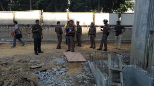 พบศพลุงวัย 70 พลัดตกท่อรับน้ำใต้แนวก่อสร้างรถไฟฟ้า ย่านเกษตร