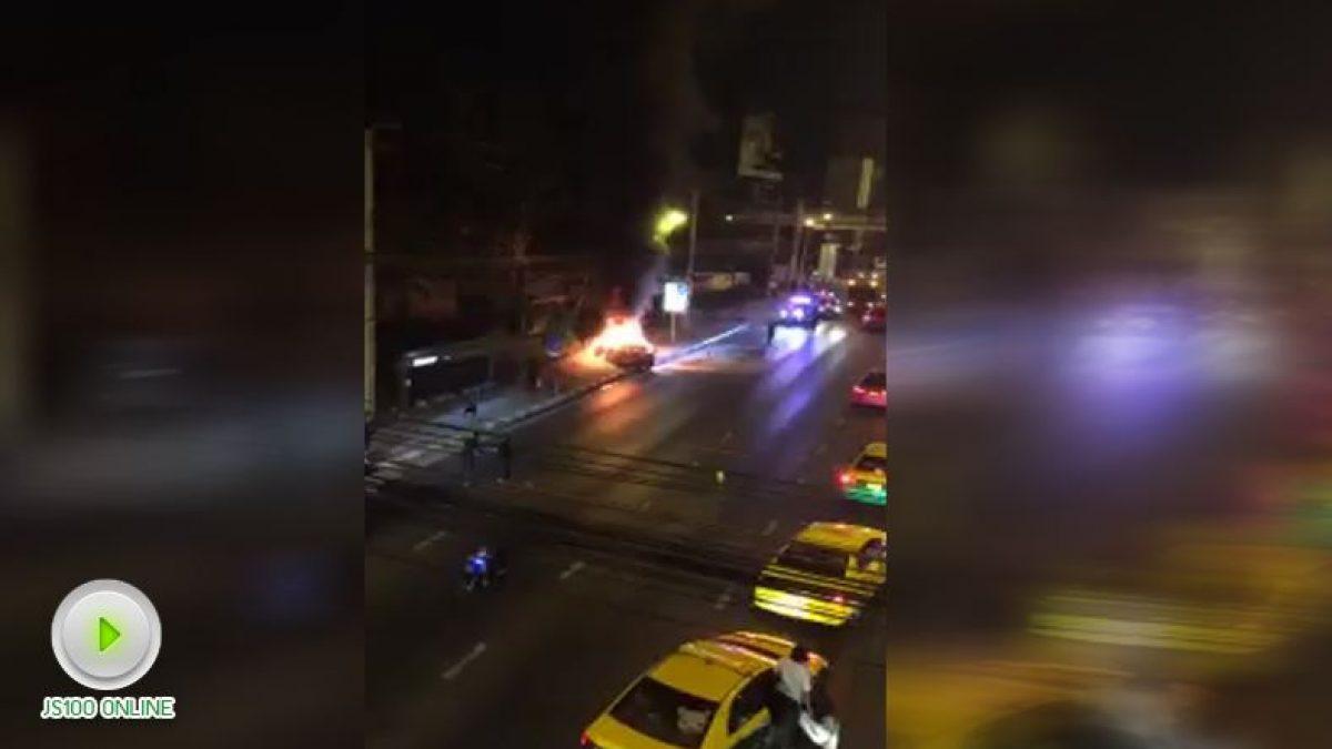 ไฟไหม้รถเก๋งสปอร์ต ใกล้แยกพัฒนาการ ถ.ศรีนครินทร์