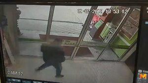 เปิดคลิป! คนร้ายบุกเดี่ยวปล้นร้านทองได้ทองคำกว่า 30 บาท