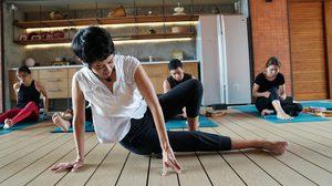 ป๊อบ อารียา ต่อสู้กับโรคกระดูกสันหลังสำเร็จ ด้วย โยคะ Deep Tissue Massage Yoga