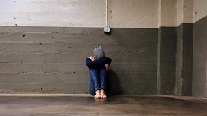 8 สัญญาณ แสดงอาการที่ควรไปพบจิตแพทย์