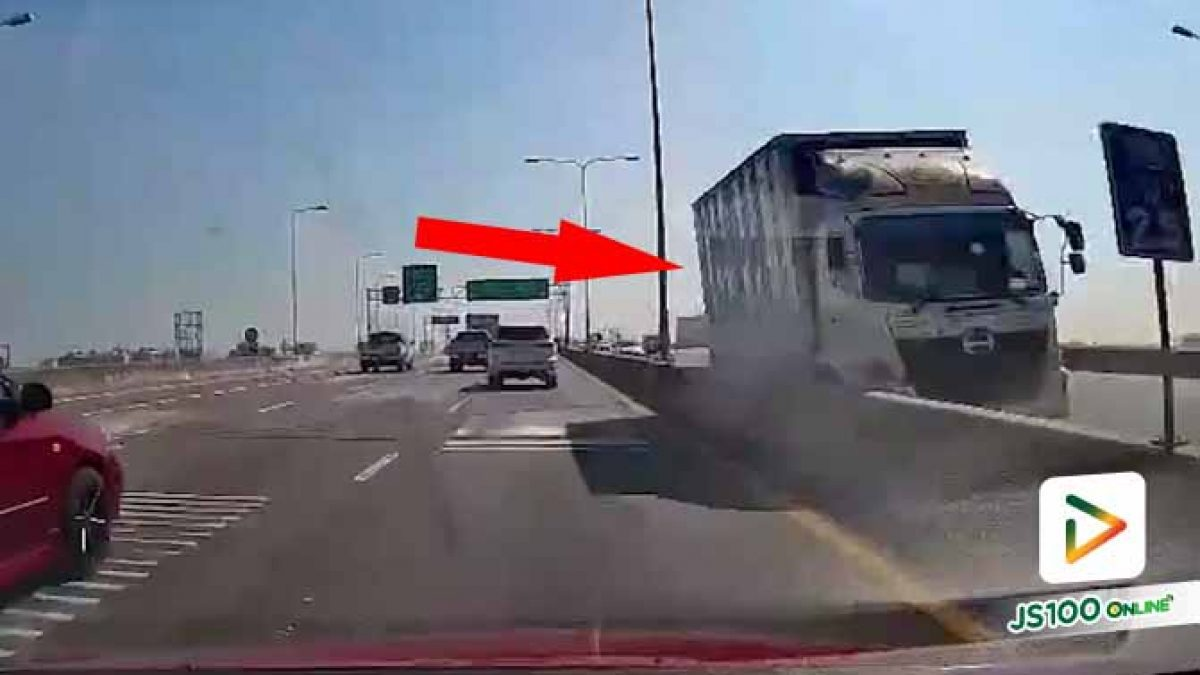 วินาทีที่เห็นรถบรรทุกชนแบริเออร์ ฝั่งนี้ใจวูบเลย.. (11/12/2020)