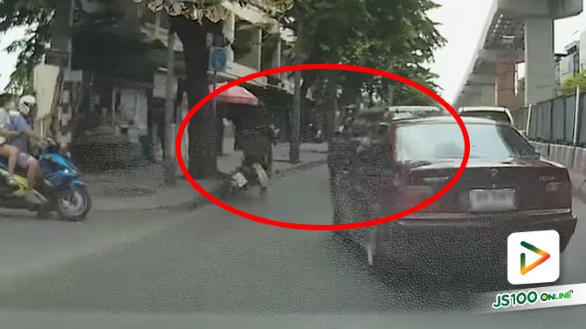 เมื่อคันหนึ่งมาเร็วคุมรถไม่อยู่ และอีกคันก็ออกมากระชั้นชิด