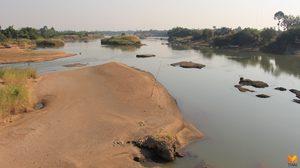 'แม่น้ำปิง' ตื้นเขินเนินทรายผุดเพียบ นอภ.เก้าเลี้ยว ขอเกษตรกรอย่าเพิ่งสูบน้ำ