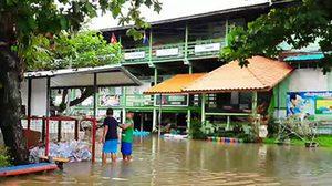 พิจิตรฝนตกหนัก น้ำป่าเทือกเขาไหลเข้าท่วม โรงเรียนต้องสั่งหยุด