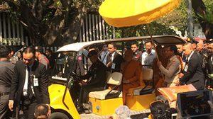 สมเด็จพระสังฆราช ประทับรถกอล์ฟรอบวัดราชบพิธฯ ให้ประชาชนเข้าถวายสักการะ