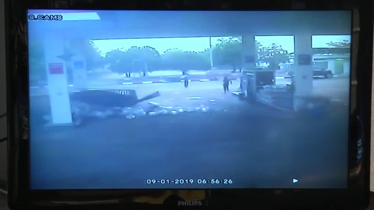 คลิประทึก!! สาวขับเก๋งเสียหลักพุ่งชนปั๊มน้ำมันหวิดบึ้ม