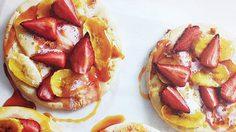 พิซซ่าหน้าโปรดของสาวๆ Fruit and Marshmallow ใช้เวลาแค่ 15 นาที
