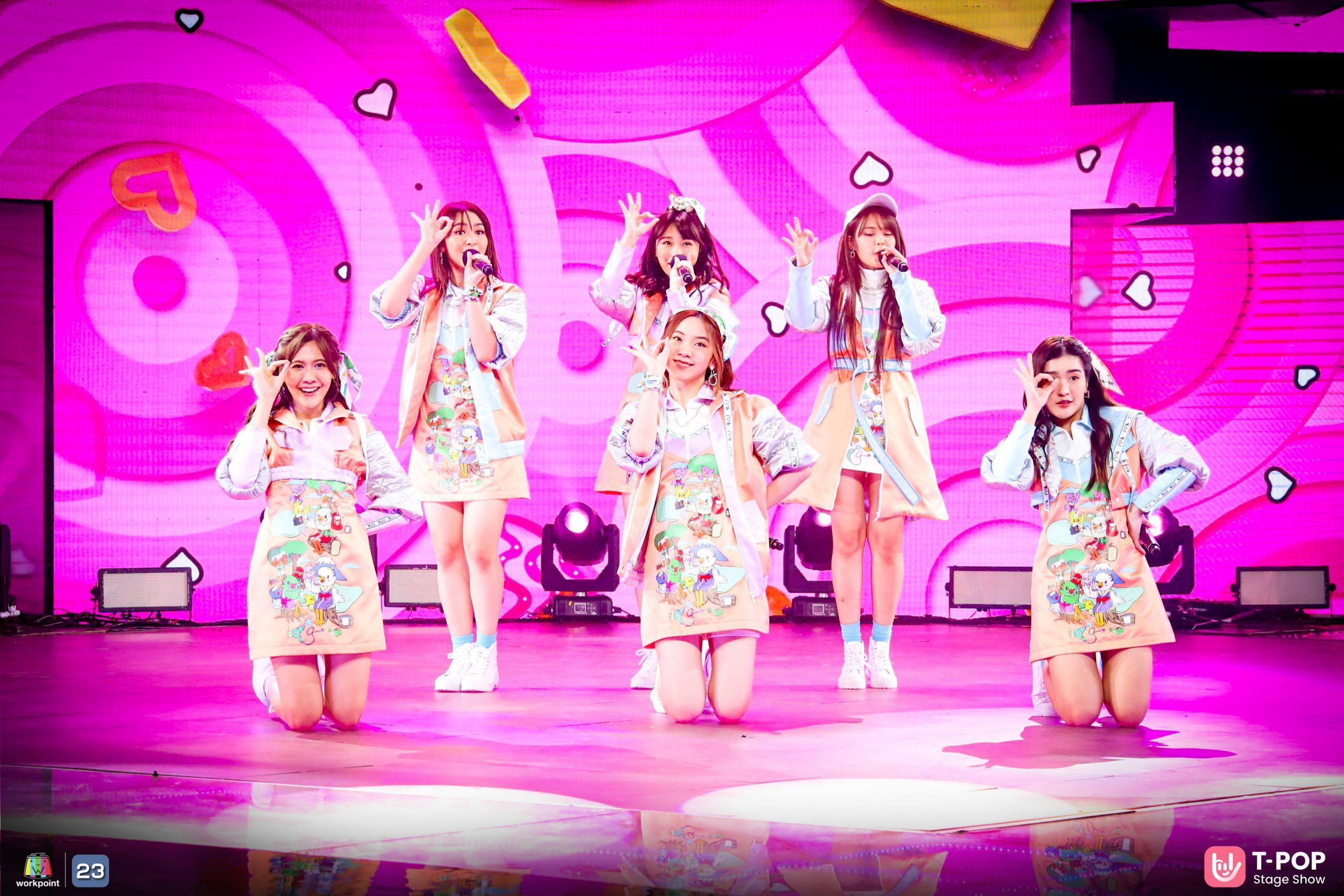 """ชวนดูเพิร์ฟสุดเท่จาก 6 สาว 'BNK48' """"เสียงเชียร์ (CHEERS)""""  ครั้งแรกบน T -POP STAGE SHOW"""