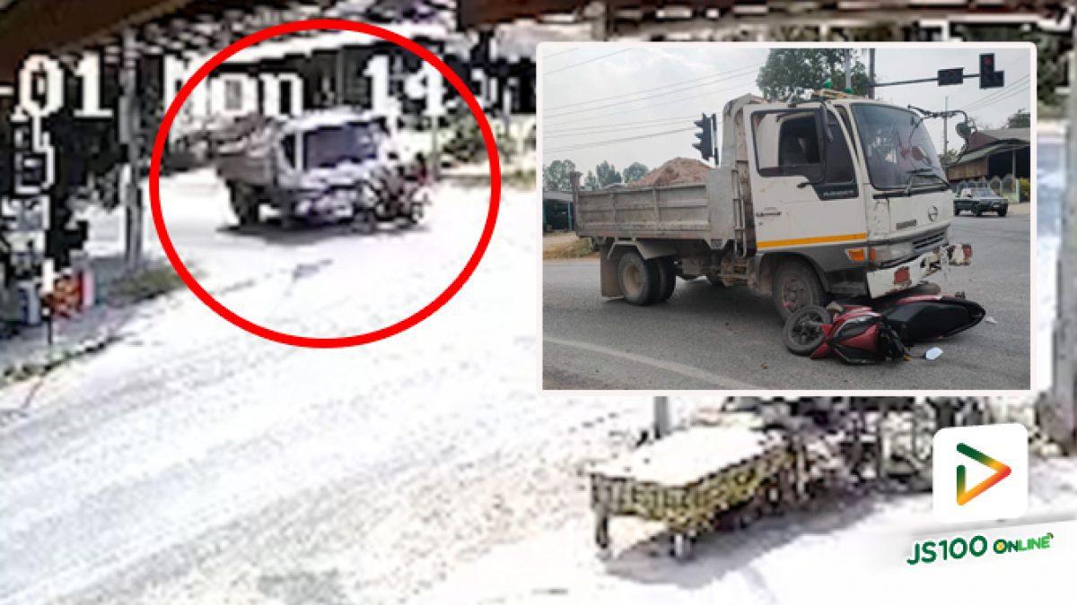 จยย.ฝ่าไฟแดง รถบรรทุกเบรคไม่ทันชนอย่างจัง บาดเจ็บ 2 คน (01/02/2021)