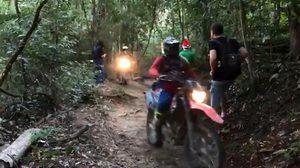 แฉคลิป!! แก๊งมอเตอร์ไซค์วิบากลุยป่า ขี่บนทางเดินชมธรรมชาติดอยสุเทพ