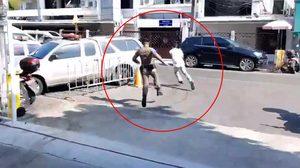 เพื่อนจ๋าข้าไปก่อน! คลิปนาที โชคชัย วิ่งหนีตำรวจ ขณะถูกคุมตัวไปที่ สน.นางเลิ้ง