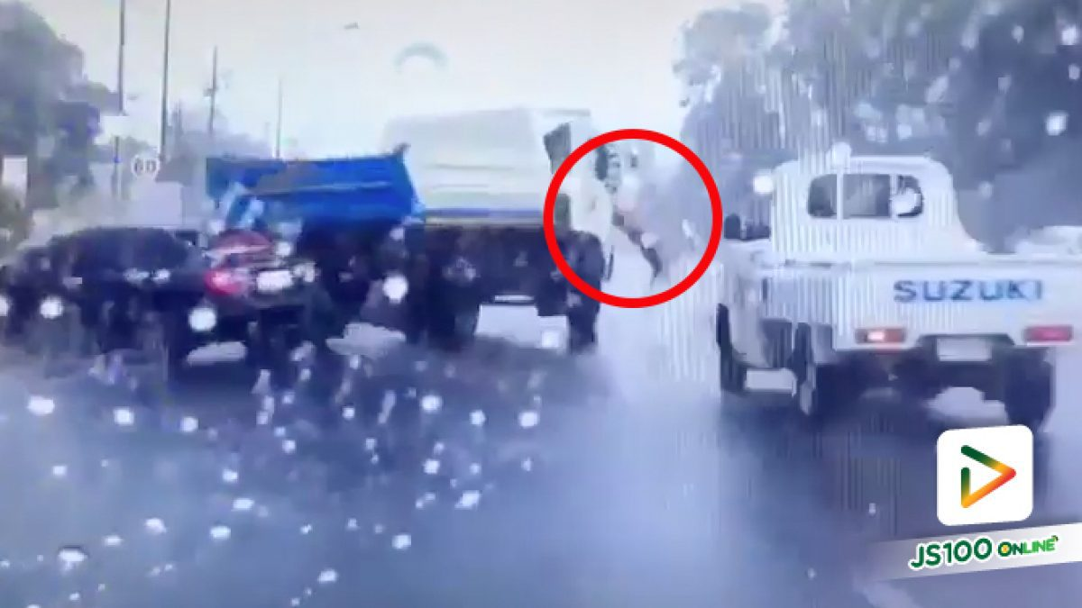 อุทาหรณ์รถบรรทุก 6 ล้อเสียหลักขณะฝนตกถนนลื่นชนเก๋งบาดเจ็บสาหัส