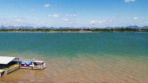 ตื่นตา!  แม่น้ำโขงเปลี่ยนสี ดั่งน้ำทะเล ที่ นครพนม